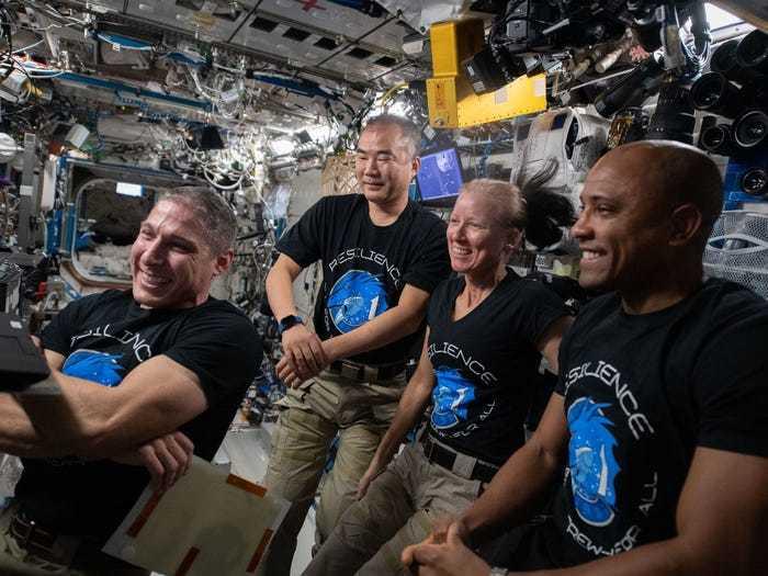 Phi hành gia tổ chức sinh nhật trên Trạm vũ trụ quốc tế ISS