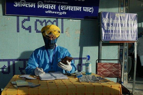 Bệnh viện và nhà tang lễ Ấn Độ quá tải, thi thể bệnh nhân Covid-19 về đâu?