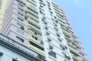 """Những dàn cục nóng điều hòa trên các tòa nhà cao tầng ở Hà Nội: """"Tử thần"""" lơ lửng trên đầu cư dân"""