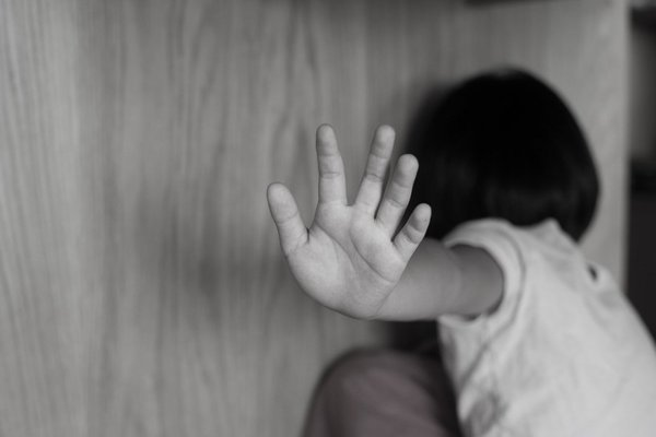 Ngỡ ngàng trước lý do người mẹ đơn thân thường xuyên đánh con gái