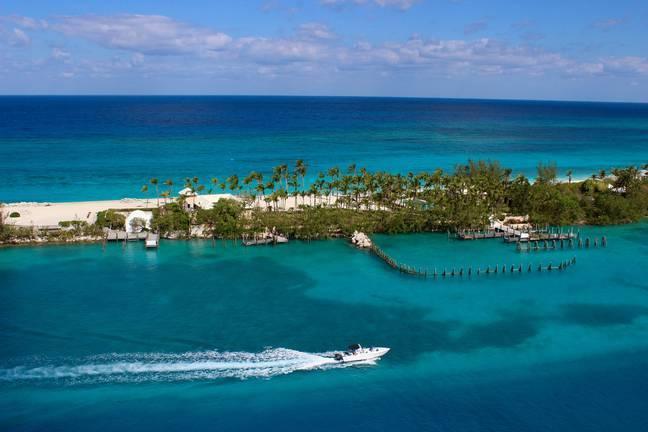 Trông coi đảo, cặp đôi may mắn nhận 2,7 tỉ đồng mỗi năm