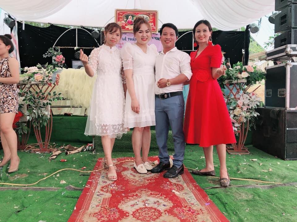 Chú rể Nghệ An gây 'choáng' khi đón dâu bằng hàng chục máy xúc