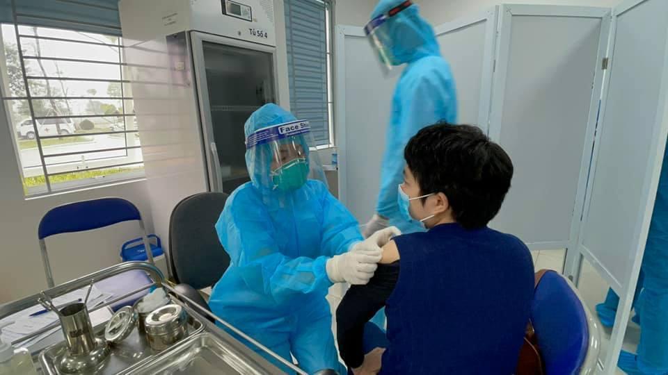 Bác sĩ, nhân viên y tế đã tiêm 1 mũi vắc xin mắc Covid-19
