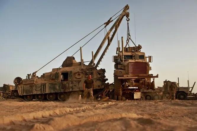 10 phương tiện quân sự có động cơ siêu mạnh của Mỹ
