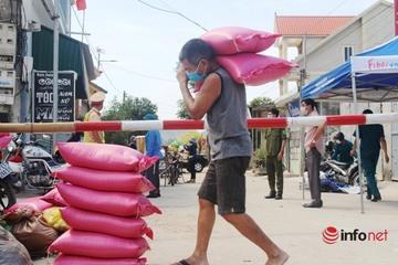 Nườm nượp tiếp tế nhu yếu phẩm cho hơn 8.000 người dân khu vực phong tỏa ở Nghệ An