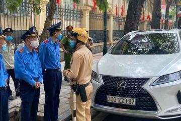 Tài xế Lexus đỗ xe trái phép còn thách thức tổ công tác: Mong mọi người thông cảm!?