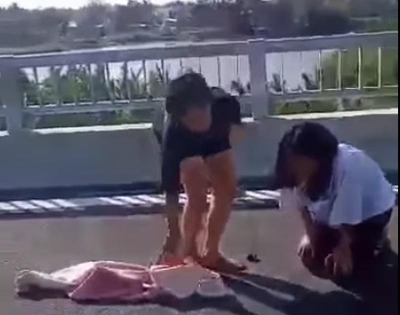 Vụ nữ sinh lớp 8 đánh nữ sinh lớp 7 trên cầu: Cần khéo léo khi dạy quy tắc ứng xử học đường cho lứa tuổi mới lớn