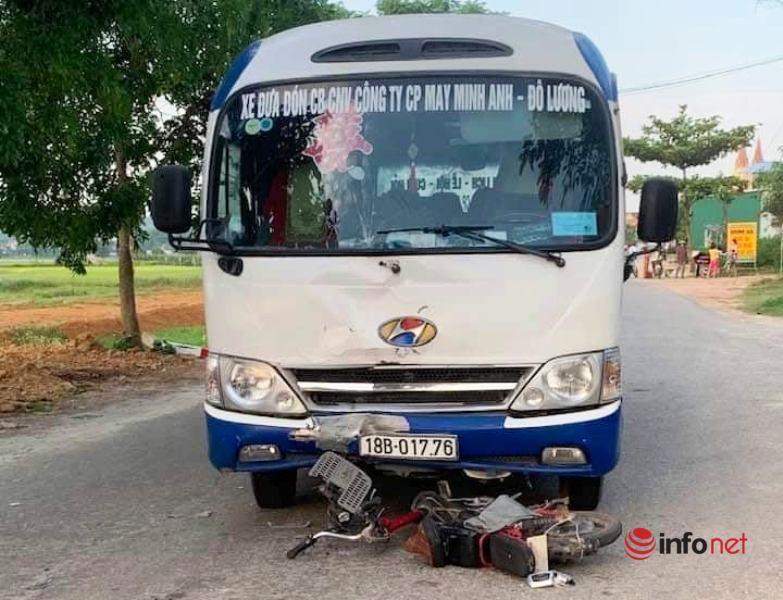 Nghệ An: Xe đưa đón công nhân va chạm xe đạp điện, 1 học sinh nguy kịch