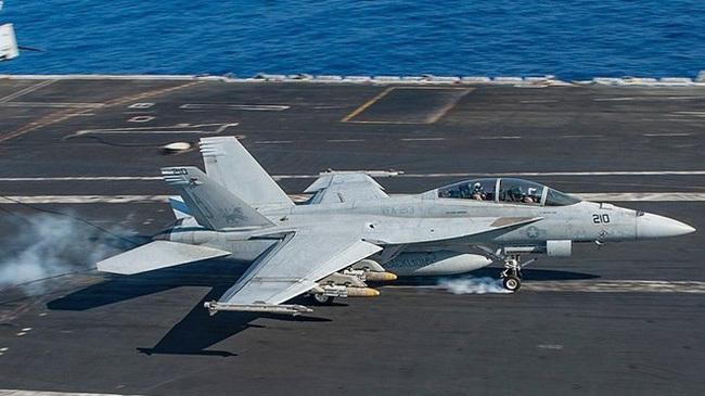 Tại sao F-35 khó có thể thay F/A-18 làm 'át chủ bài' trên tàu sân bay?