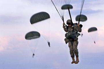 Tai nạn hi hữu với lính dù Mỹ ở biên giới Nga