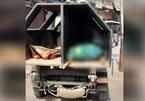 Người chết ở Ấn Độ được đưa tới nhà hỏa táng bằng xe chở rác