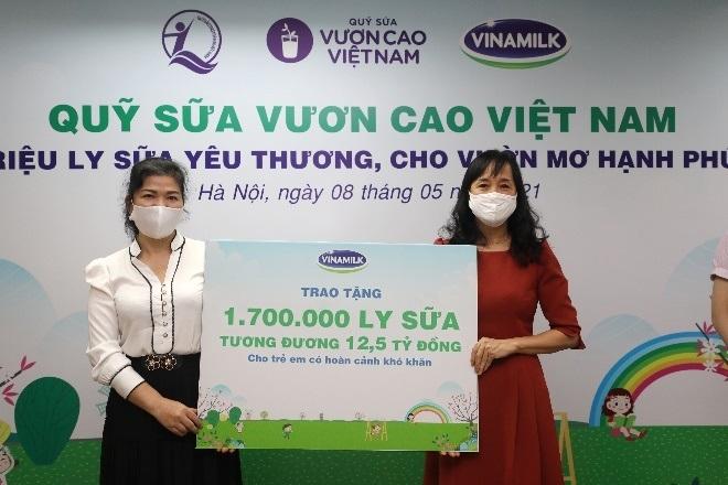 1,7 triệu hộp sữa sẽ được Vinamilk gửi đến trẻ em khó khăn qua Quỹ sữa Vươn cao Việt Nam