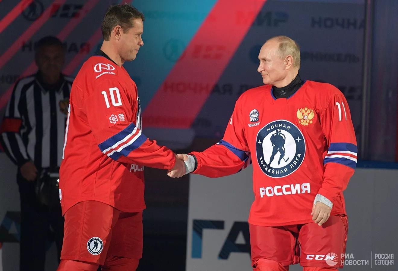 Ông Putin 'xuất trận', ghi 8 bàn trong một trận đấu khúc côn cầu