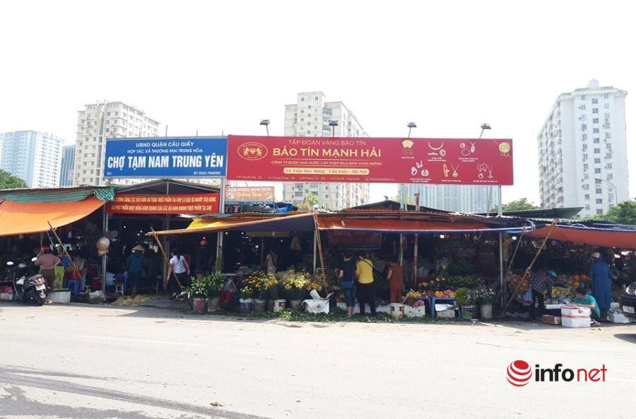 Hà Nội: Chợ cóc, chợ tạm vẫn mua bán tấp nập mặc 'lệnh' cấm
