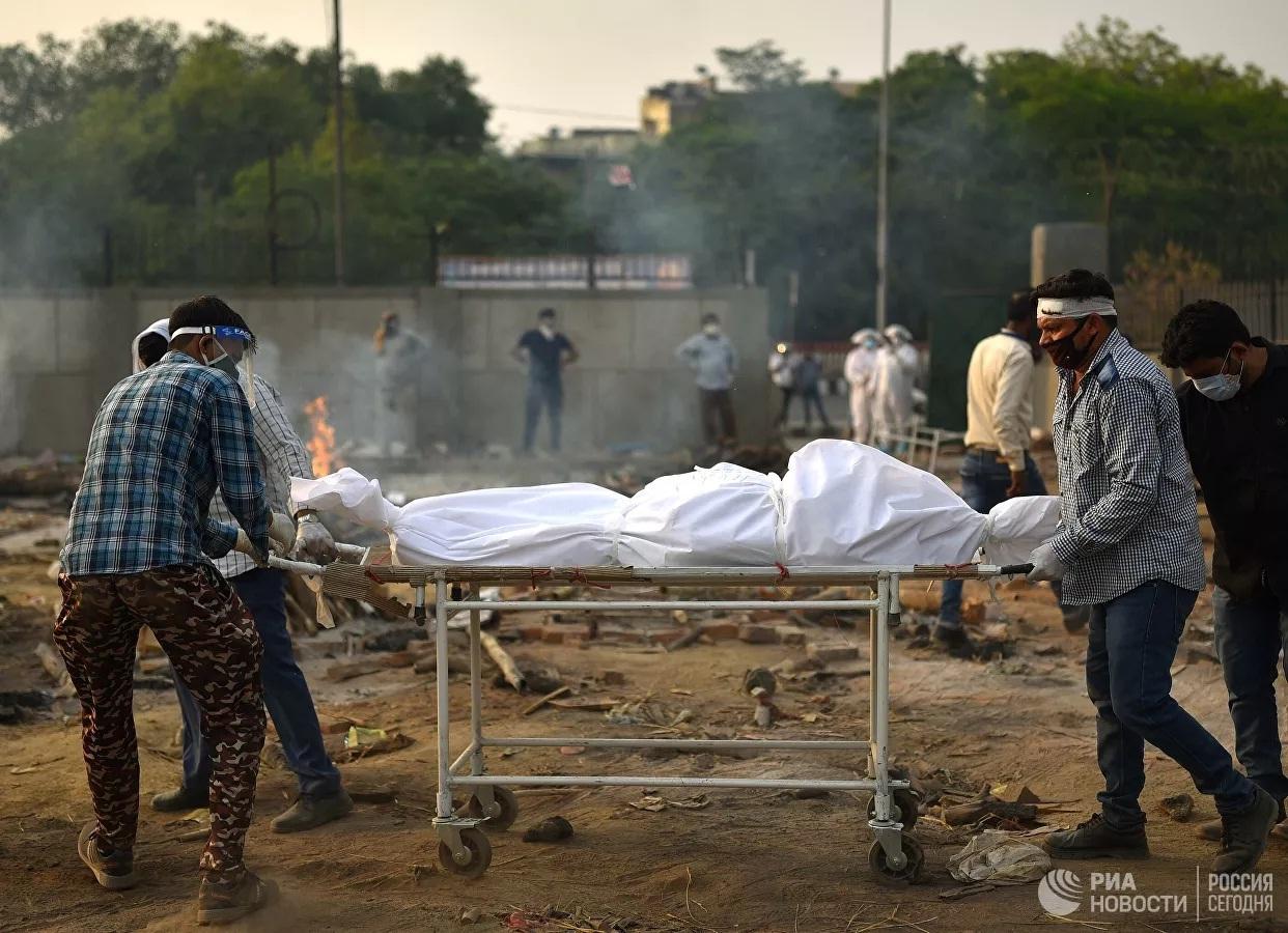 Ấn Độ phá kỷ lục về ca tử vong do Covid-19 mỗi ngày, gần 100 thi thể tìm thấy ở sông Hằng