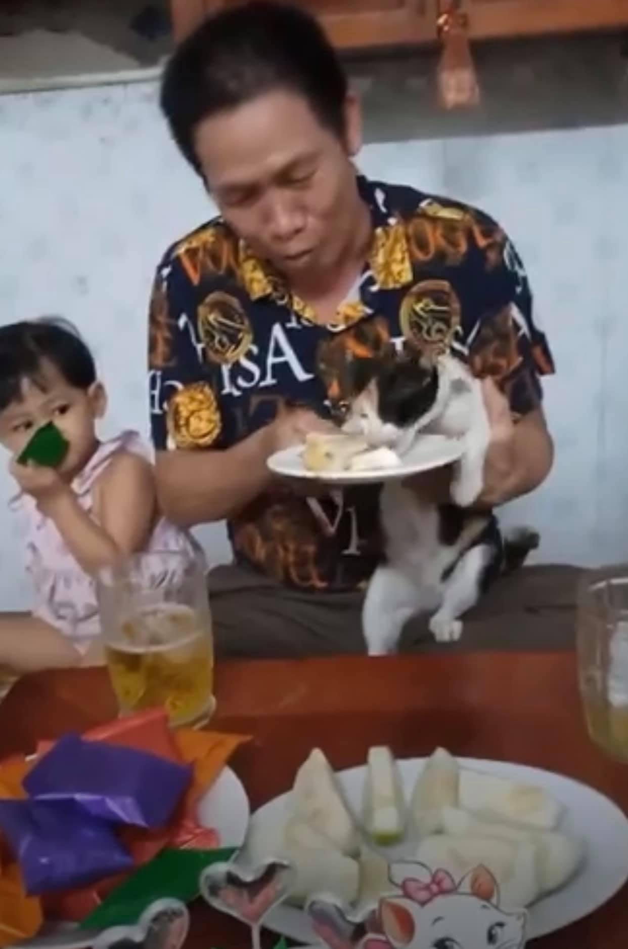 """Bữa tiệc sinh nhật """"cô Mèo"""" khiến dân mạng tròn mắt ghen tị"""