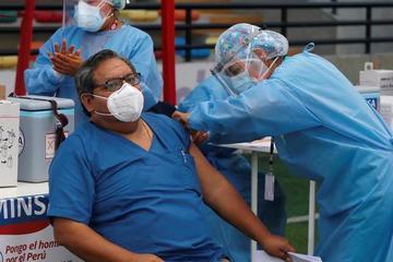 Peru: Y tá tiêm 'không khí' thay vì vắc-xin Covid-19 cho người dân