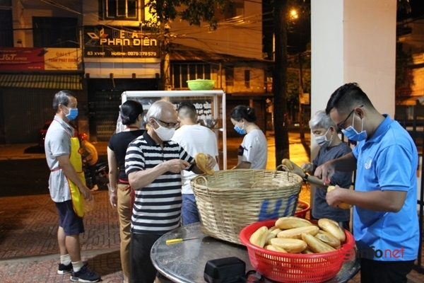 bánh mì 2.000,cơm 5.000,từ thiện,phường Thống Nhất,Đắk Lắk,người nghèo,người tàn tật,thiện nguyện,hoạt động xã hội