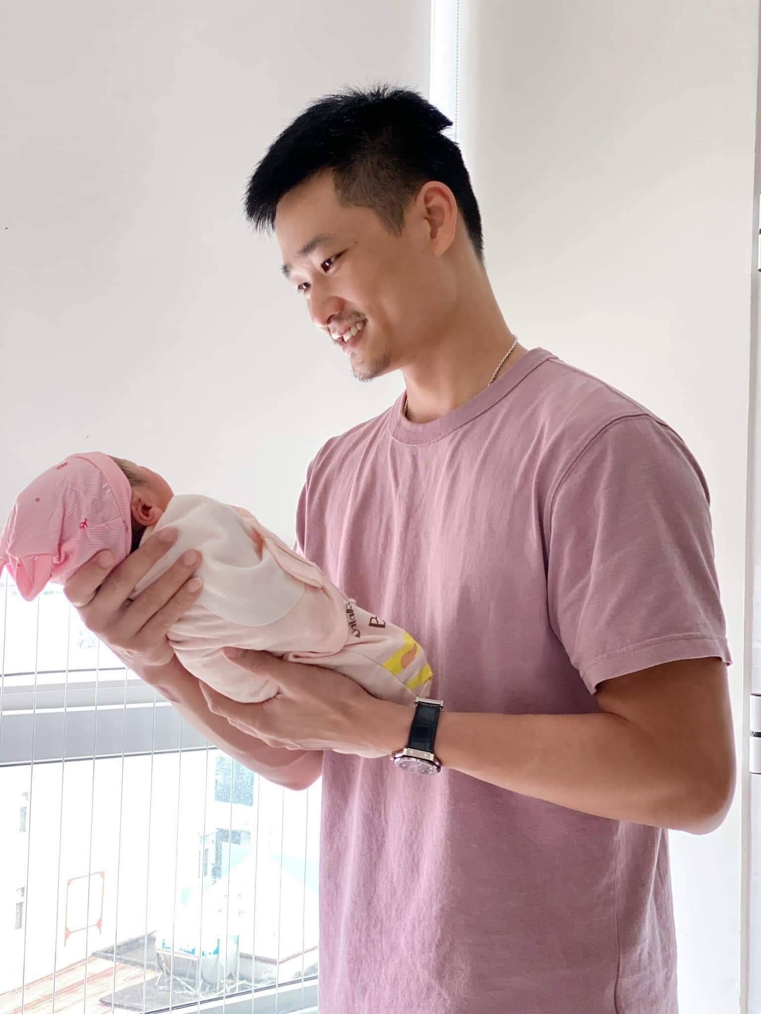 """Gia đình Bảo Thanh chào đón bé gái """"thiên thần"""""""