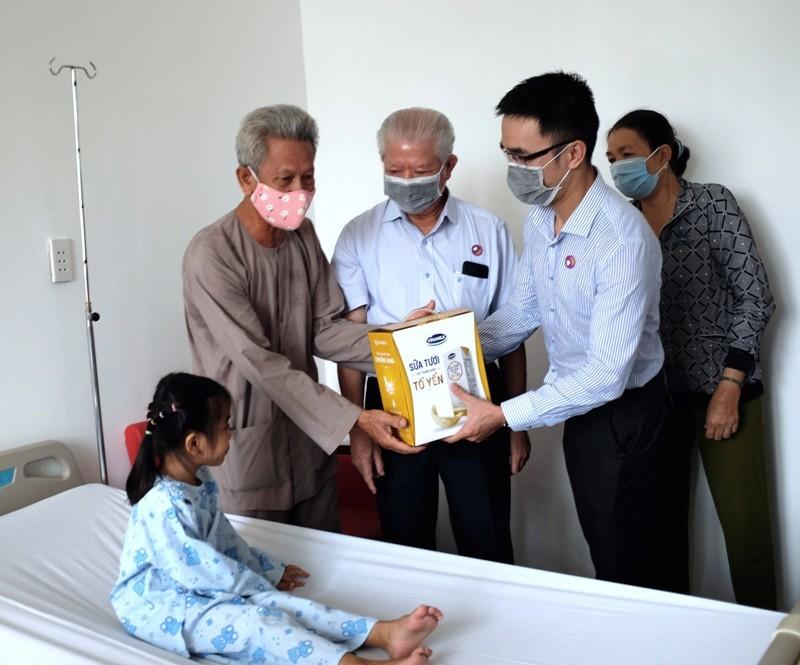 Hơn 1.200 bệnh nhân nghèo được Vinamilk hỗ trợ phẫu thuật tim và mắt