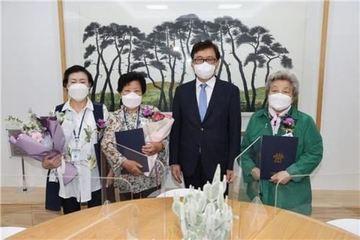 Khát khao được đi học của cụ bà 84 tuổi vừa tốt nghiệp cấp 3