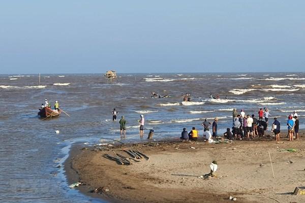 sóng biển cuốn trôi,học sinh,nam định,tử vong,tắm biển