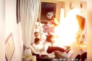 Vào spa massage chân, cả nhân viên và khách suýt bị lửa thiêu sống