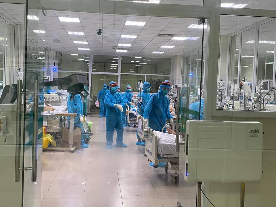 Điều dưỡng BV Bệnh Nhiệt đới T.Ư bị bệnh nhân Covid-19 bóp cổ