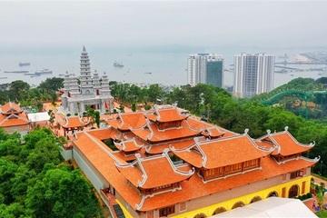 Du ngoạn Quảng Ninh, đừng quên ghé thăm những ngôi chùa độc nhất vô nhị