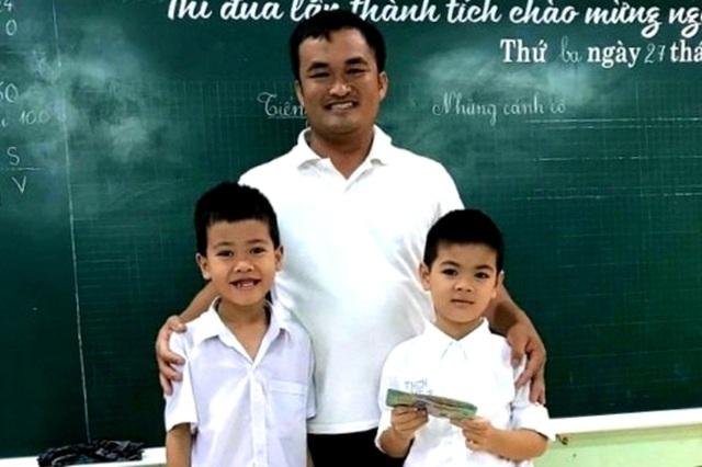 Bộ GD&ĐT tặng Bằng khen 2 học sinh Quảng Trị trả lại gần 30 triệu đồng cho người đánh mất