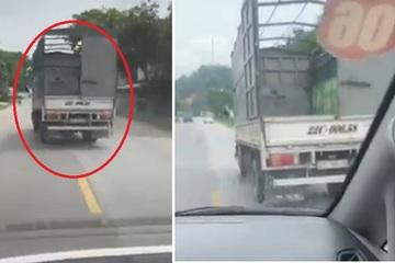 Mặc xe cấp cứu hú còi liên tục 7km, xe tải không chịu nhường đường