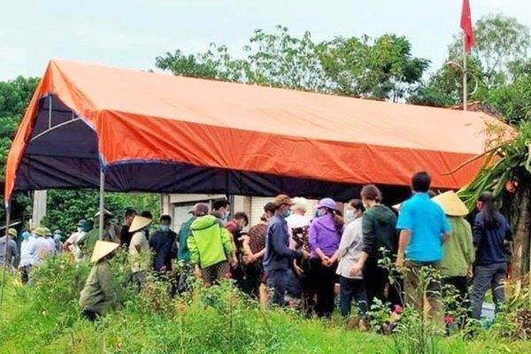 Nghệ An: Đi gặt lúa về, người phụ nữ bị sét đánh tử vong