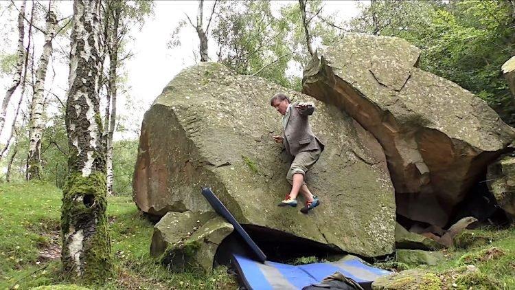 Bậc thầy leo vách đá thẳng đứng không cần dùng tay