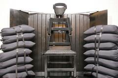 Hết thuốc độc để tiêm, tù nhân Mỹ phải chọn ngồi ghế điện hoặc ra trường bắn