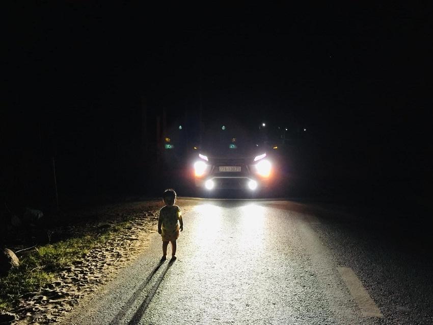 Tài xế gặp em bé 2 tuổi lang thang lúc 1h sáng: 'Tôi không sợ cướp, lương tâm không cho phép bỏ qua'