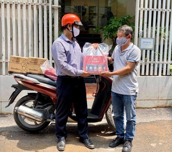 Du lịch 'cháy nhà tứ phía', Giám đốc rủ nhau đi ship bia, bán thịt dê online