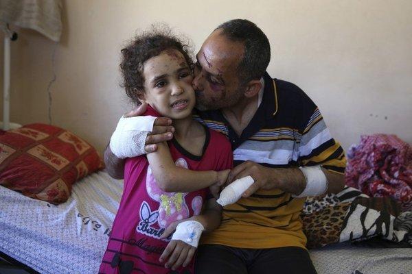 Xung đột dải Gaza: Gia đình có 7 người nhưng chỉ còn 2 bố con sống sót