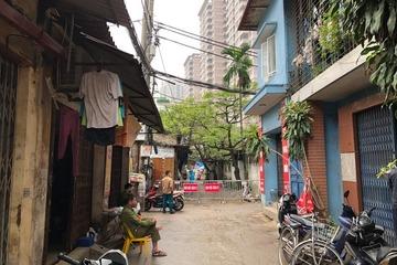 Trốn khu phong tỏa ở Vĩnh Phúc về Hà Nội bán hàng, bị người dân phát hiện báo công an