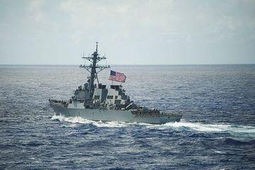 Máy bay và tàu chiến Trung Quốc bám theo khu trục hạm Mỹ ở Biển Đông