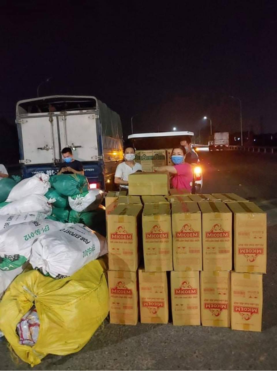 Người dân chung tay hỗ trợ công nhân tại vùng dịch Bắc Giang