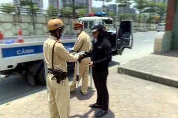 Hà Nội: Xử phạt nhiều trường hợp ra đường không đeo khẩu trang