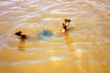 Bình Định: Chơi ở gần suối, 3 cháu nhỏ đuối nước thương tâm