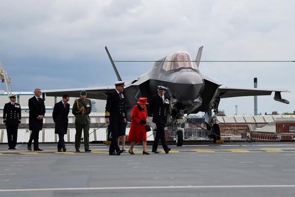 Hé lộ hoạt động từ tàu sân bay 'khủng nhất' của Anh trước khi tới Biển Đông
