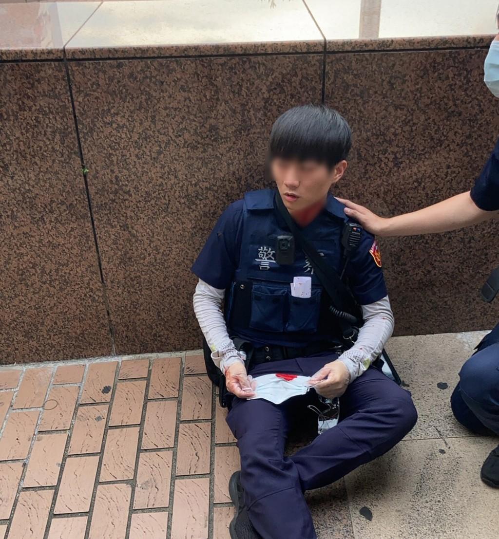 Không đeo khẩu trang còn đâm 2 cảnh sát, đối tượng lộ nguyên hình kẻ bị truy nã
