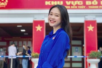 Nữ sinh Hòa Bình gây 'bão mạng' vì nhan sắc xinh đẹp trong ngày bầu cử