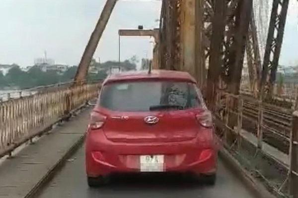 Đi vào cầu Long Biên, lái xe bị phạt 1,5 triệu đồng, tước GPLX 2 tháng