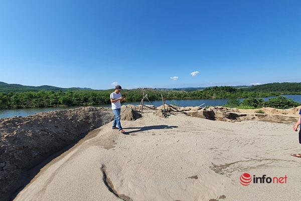 Bất chấp 'lệnh' đình chỉ, bãi tập kết cát trái phép trong rừng Khe Trái vẫn lén lút hoạt động?