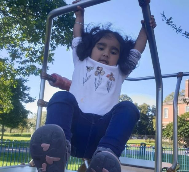 Cô bé 4 tuổi có chỉ số IQ chỉ kém Albert Einstein được bố mẹ nuôi dạy như thế nào?