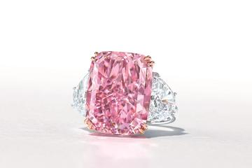 Cận cảnh viên kim cương hồng quý hiếm có giá cao kỷ lục