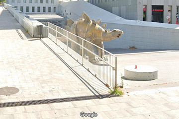 Phát hiện thi thể người bên trong bức tượng khủng long làm bằng giấy